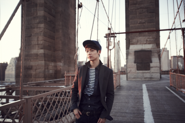 Minhyuk at Brooklyn Bridge